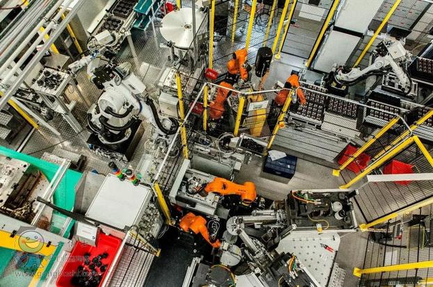 来看看25台机器人相互配合的工作效率有多高?