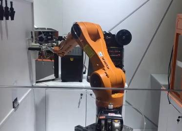 工博士奶茶机器人新零售亮相AWE (139播放)