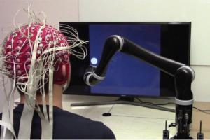 脑机接口新突破:首款无创脑控机器人手臂诞生