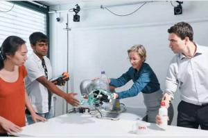 截肢者的智能人工手合并用户和机器人控制