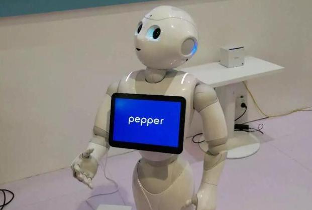 软银Pepper服务机器人