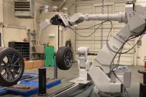 远超人类速度的机器人更换轮胎你见过?