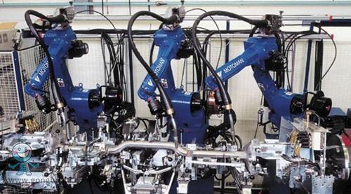 工业机器人应用在汽车行业的冲压车间